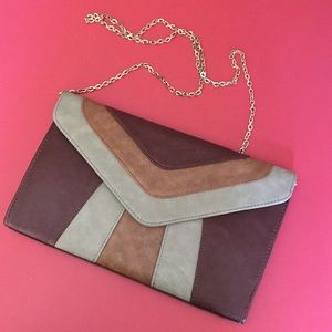 Envelope style magnetic close clutch